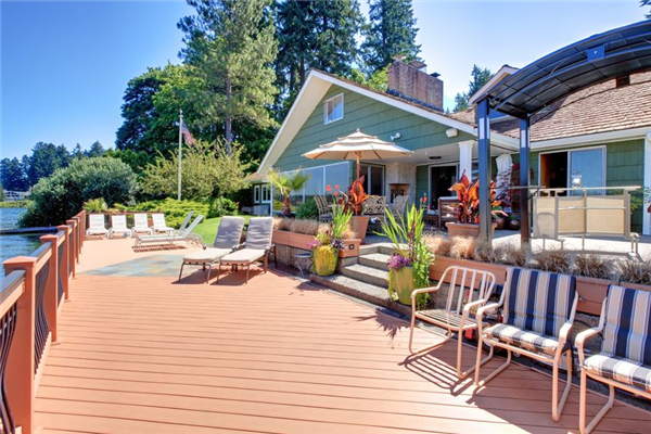 How to Choose the Best Deck for Your Home