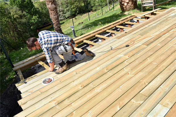 How to Choose the Perfect Deck for Your Home
