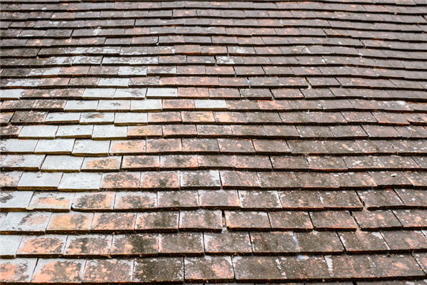 5 Hidden Signs of a Worn Out Roof