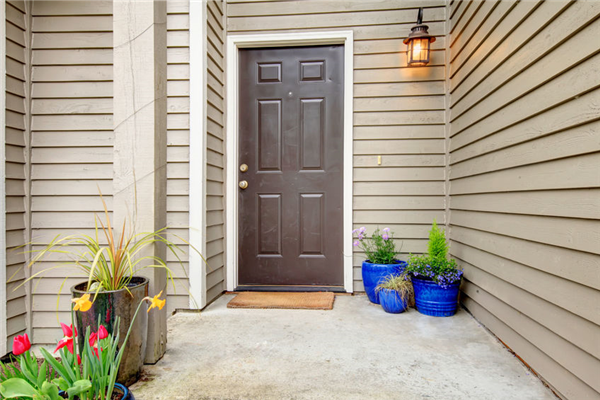 Expert Tips to Ensure the Success of Your Vinyl Siding Replacement